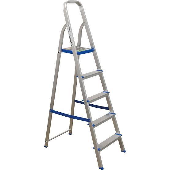 escada de alumínio com 5 degraus